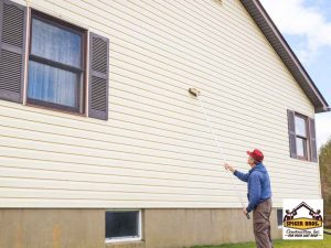 How to Remove Paint Stains From Vinyl Siding