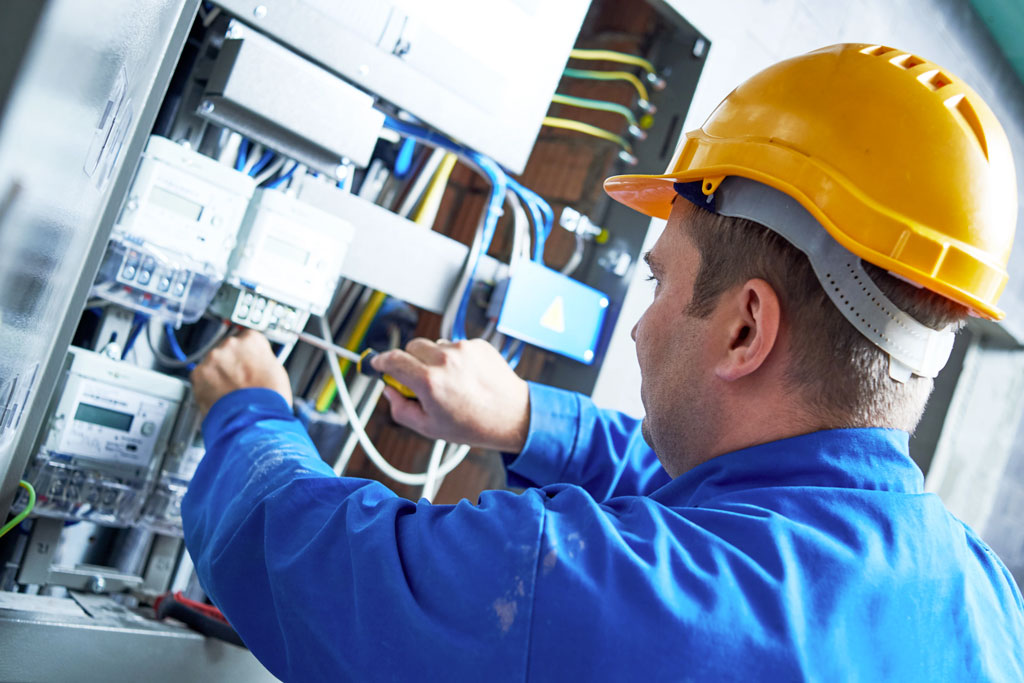 4 Reasons You Should Always Hire a Licensed Electrician
